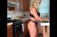 Austin Taylor Prepara Del Cibo Vuoto Per Il Suo Amante Affamato