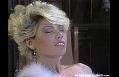 Vecchio Film Porno Con Una Bionda Matura Scopata Nella Sua Ampia Figa