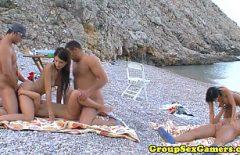 Tre Fighe Scopate Con Tre Uomini Sulla Spiaggia