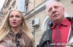 Bionda Tettona Scopata In Un Camion Con Pareti Trasparenti In Strada