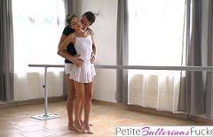 La Ballerina Sa Ballare E Modellarsi Sul Cazzo