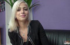 Bionda Dalle Gambe Lunghe Scopata A Un Casting Per Modelle