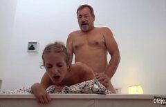 Il Padre Che Scopa Duramente Sua Figlia Come Meglio Sa