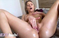 L'attrice Porno Si Masturba La Figa Come Meglio Può