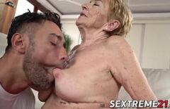 Mia Nonna Di 70 Anni Scopa Come Una Matta